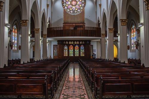 Immagine gratuita di archi, architettura, cappella, cattolico
