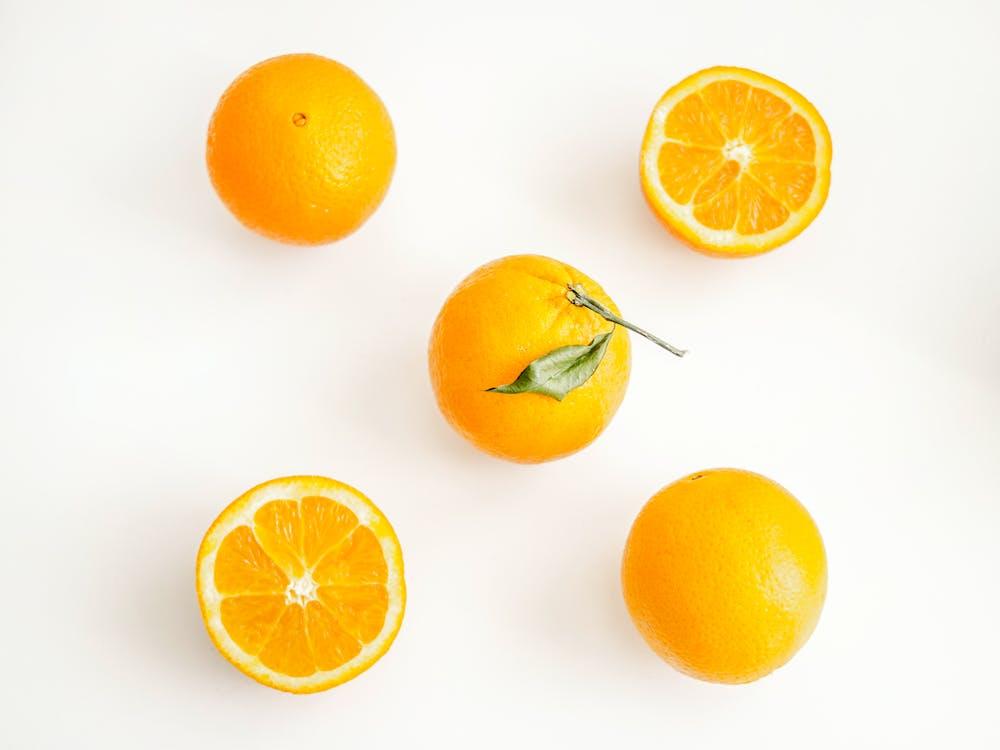 Naranjas Sobre Superficie Blanca