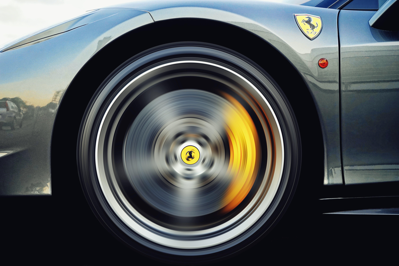 Ingyenes stockfotó abroncs, fém dísztárcsa, Ferrari, gyors témában
