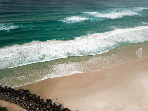 Photos gratuites de bord de mer, cailloux, d'en haut, mer