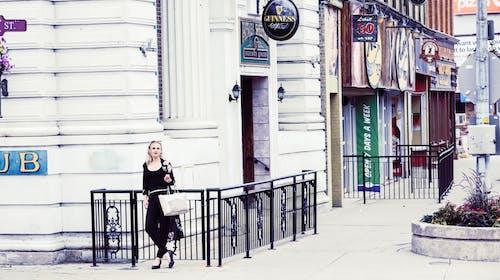 Ingyenes stockfotó álló kép, belváros, boltok, divatfotózás témában