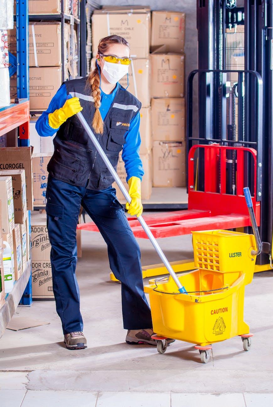 ilustrasi bersih-bersih di Kedai Sante Kebumen