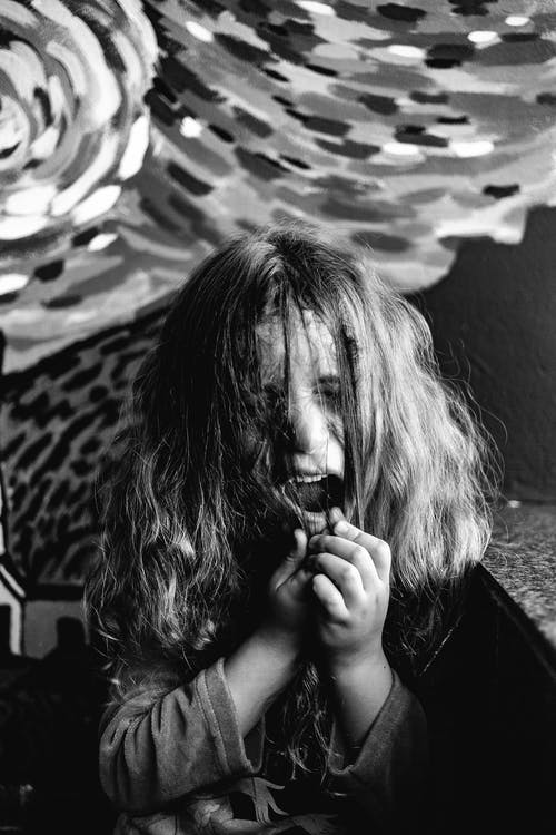 Základová fotografie zdarma na téma černobílá, černobílý, dítě, mladý