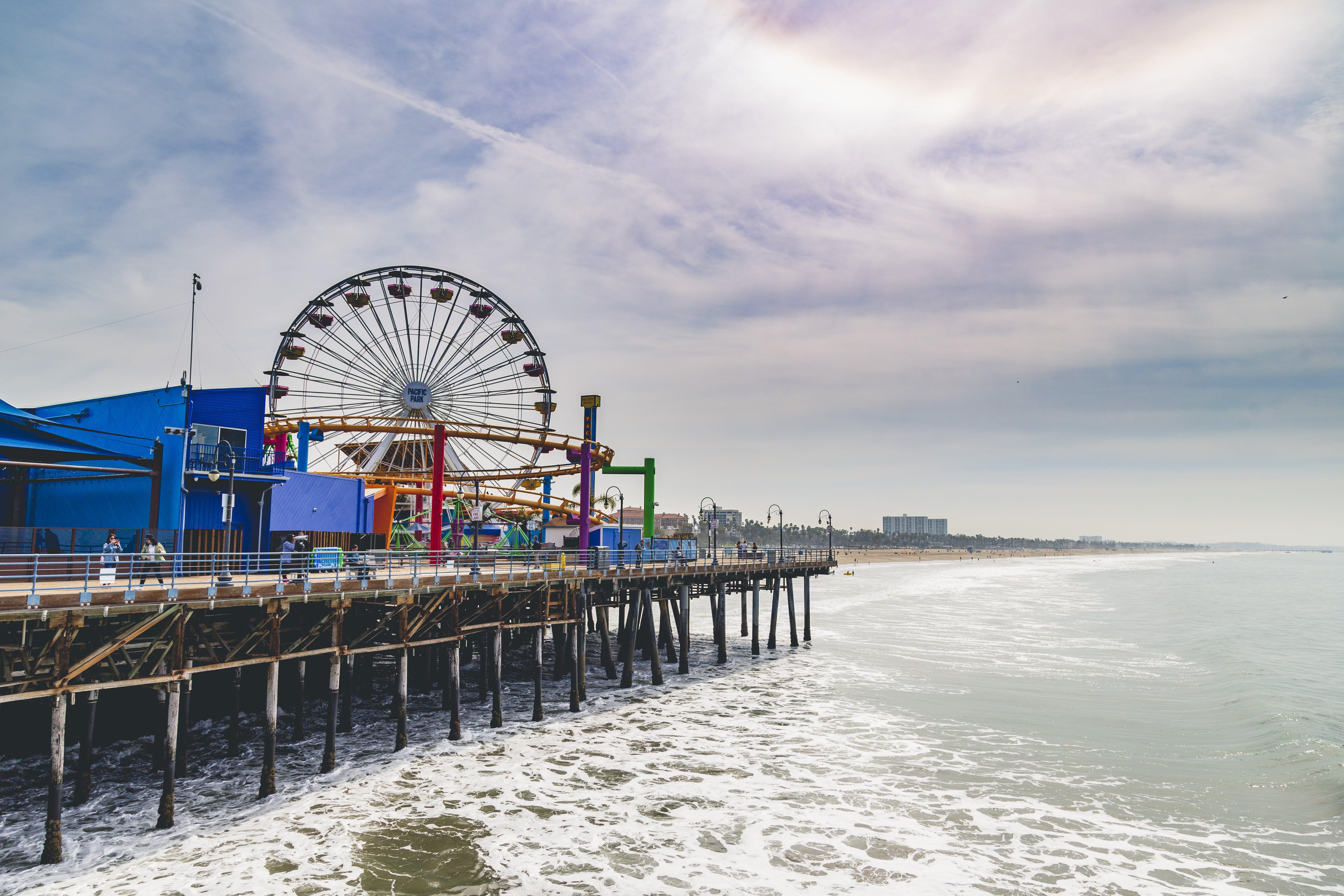 Kostenloses Stock Foto zu blauer himmel, dock, fahrten, freizeitpark