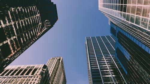 Kostenloses Stock Foto zu architektur, aufnahme von unten, gebäude, innenstadt