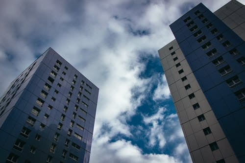 Ilmainen kuvapankkikuva tunnisteilla arkkitehtuuri, kaupunki, keskusta, kuva alakulmasta