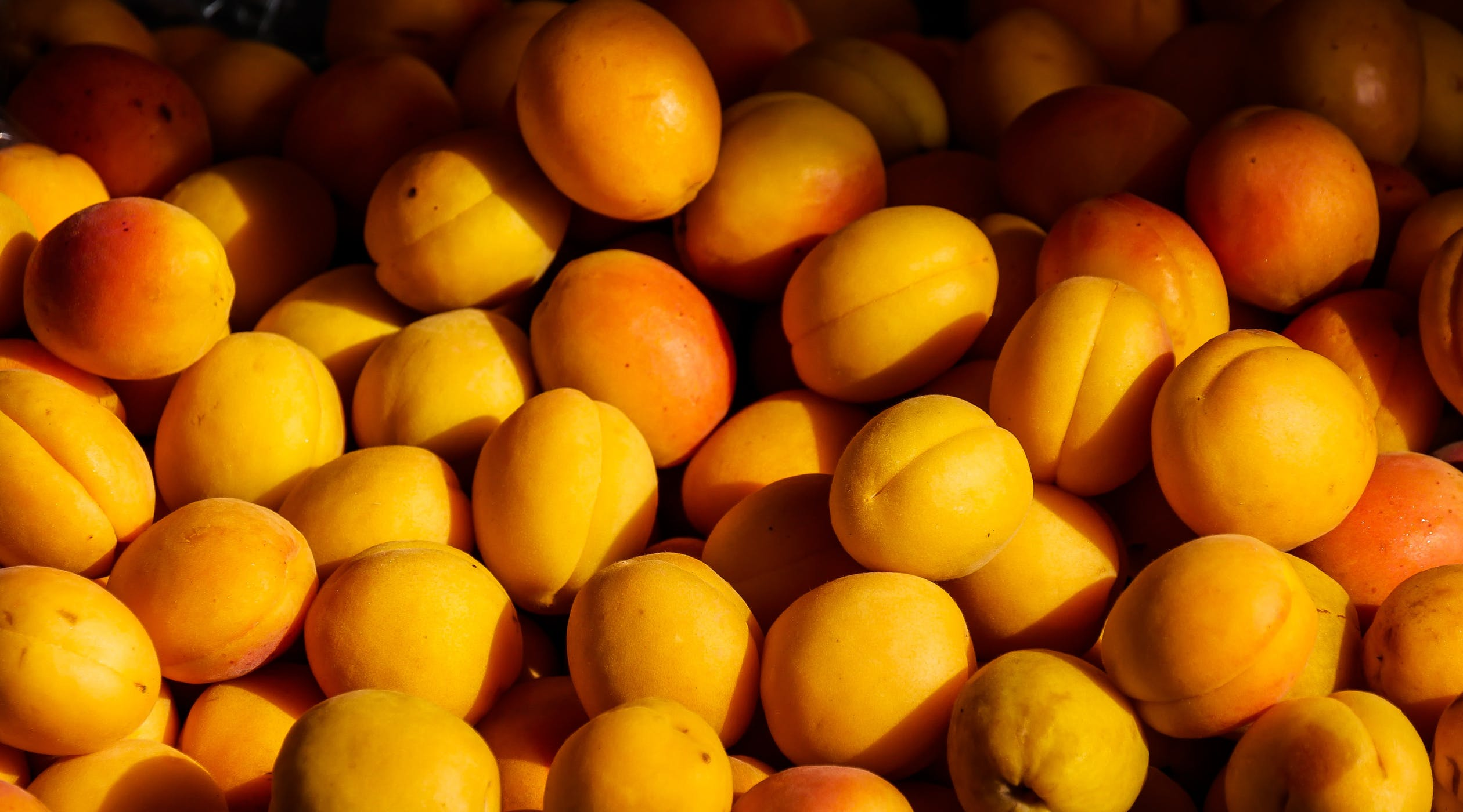 Which country grows the most peaches?