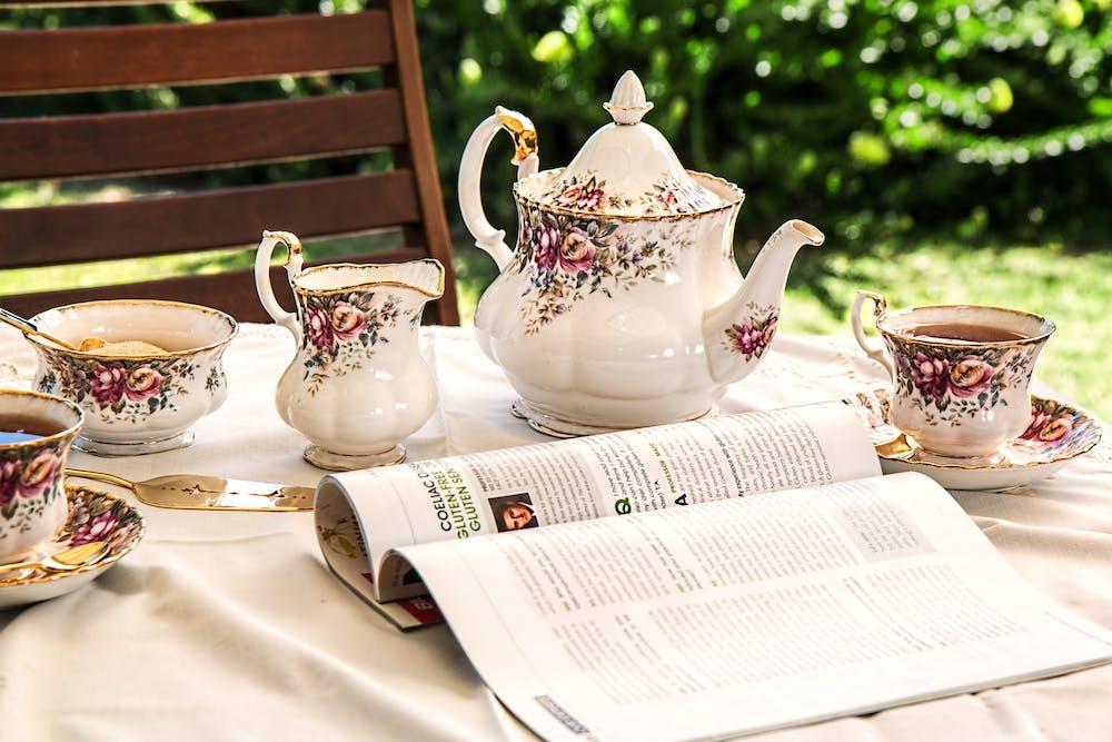 Tea set on the table | Photo: Pexels