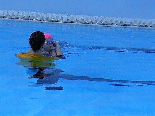 Základová fotografie zdarma na téma bazén, holka, kšiltovka, modrá