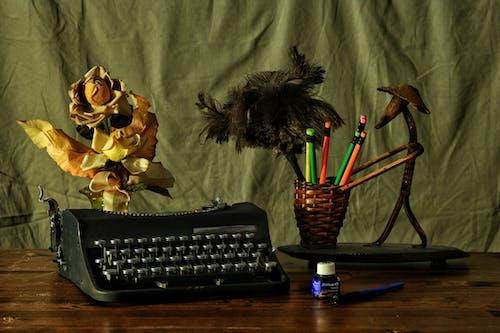 Foto stok gratis antik, meja tulis, mesin ketik, pensil