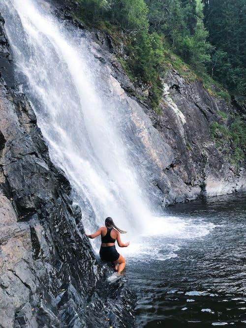 Foto profissional grátis de ao ar livre, aventura, cachoeiras, Escandinávia