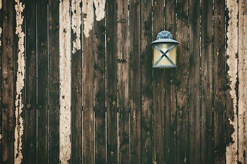 Immagine gratuita di in legno, lampada, legno, muro