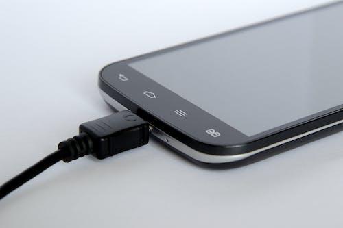 Ilmainen kuvapankkikuva tunnisteilla älypuhelin, elektroniikka, kännykkä, keskittyminen