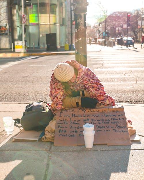 Бесплатное стоковое фото с streetphotography, бедный, бездомный, деньги