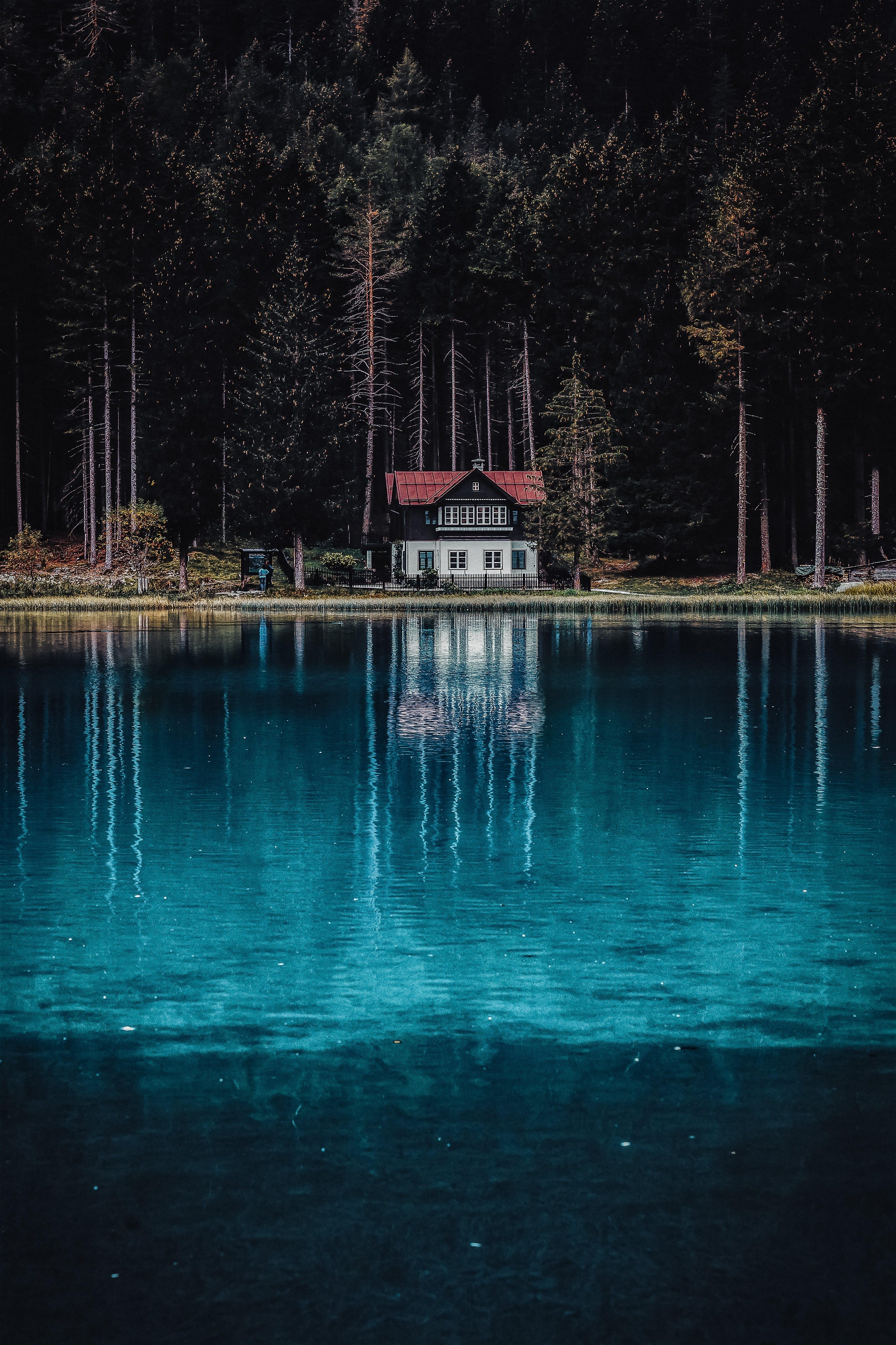 Foto stok gratis Arsitektur, danau, refleksi, rumah