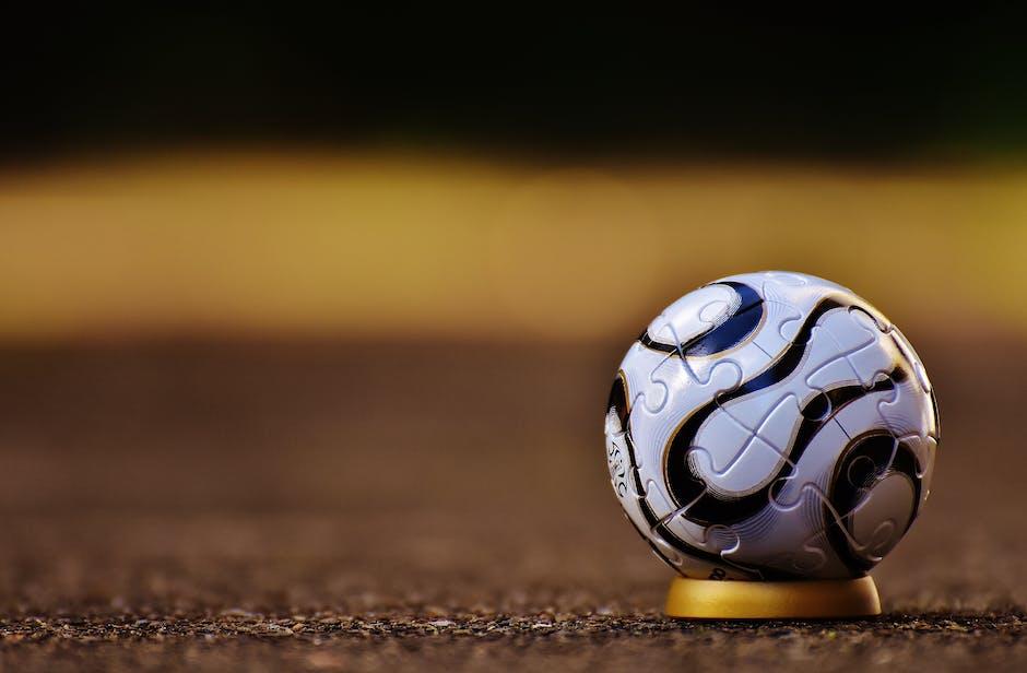 Ketika anak asyik bermain bola, sebenarnya dia tengah melatih kemampuannya mengkoordinasikan tangan dan matanya. (Foto: Pixabay)