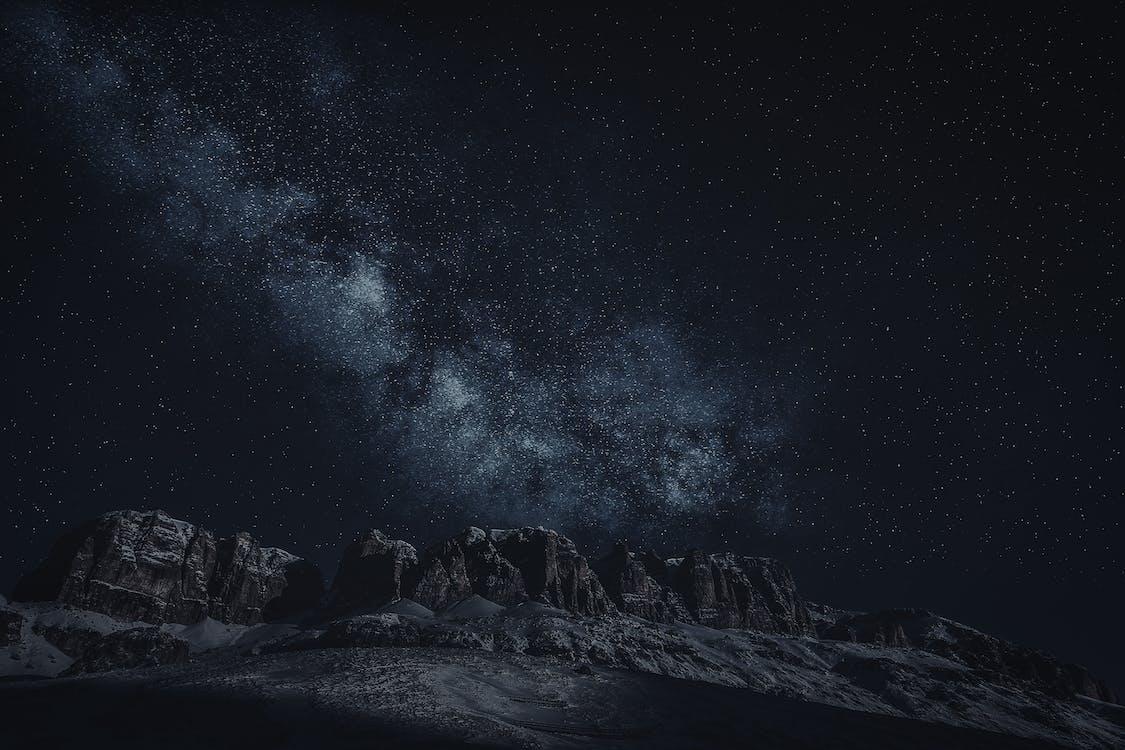 Montañas Canion En El Cielo Nocturno