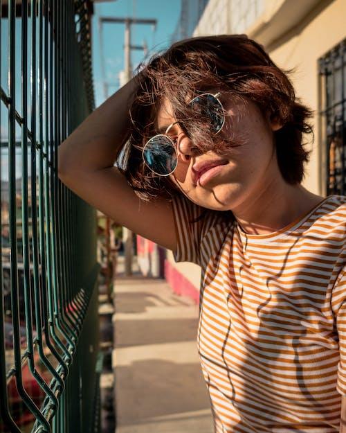 人, 墨鏡, 女人, 時尚 的 免费素材照片