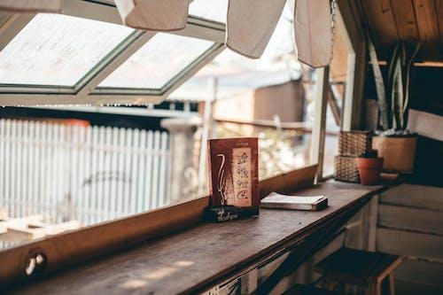 Безкоштовне стокове фото на тему «вікно, внутрішній, всередині, Денне світло»