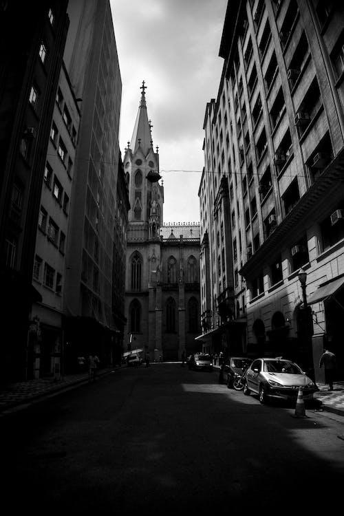 Základová fotografie zdarma na téma architektura, budovy, centrum města, černobílá