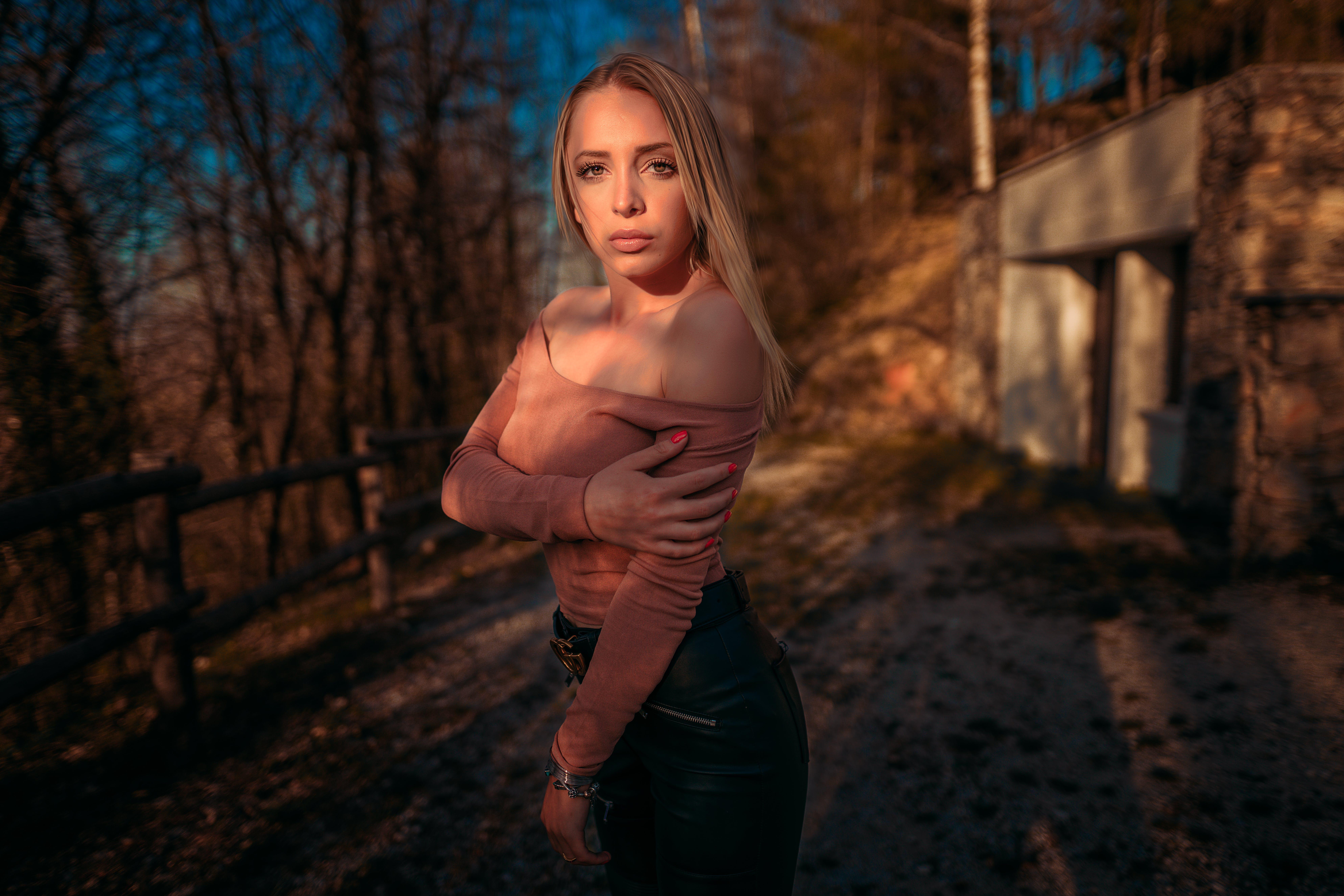 Základová fotografie zdarma na téma #žlutá, 20-25 letá žena, italská dívka, na výšku