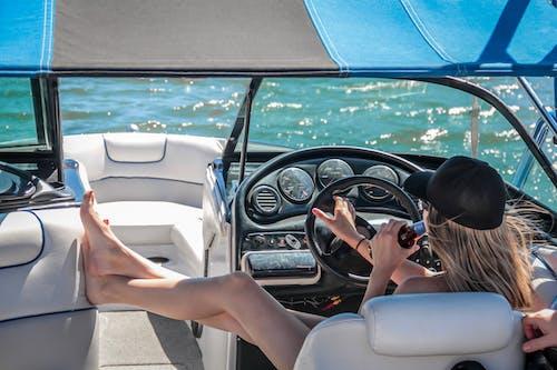 Základová fotografie zdarma na téma člun, dopravní systém, dovolená, kšiltovka
