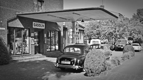 Ilmainen kuvapankkikuva tunnisteilla ajoneuvo, arkkitehtuuri, autot, bensa