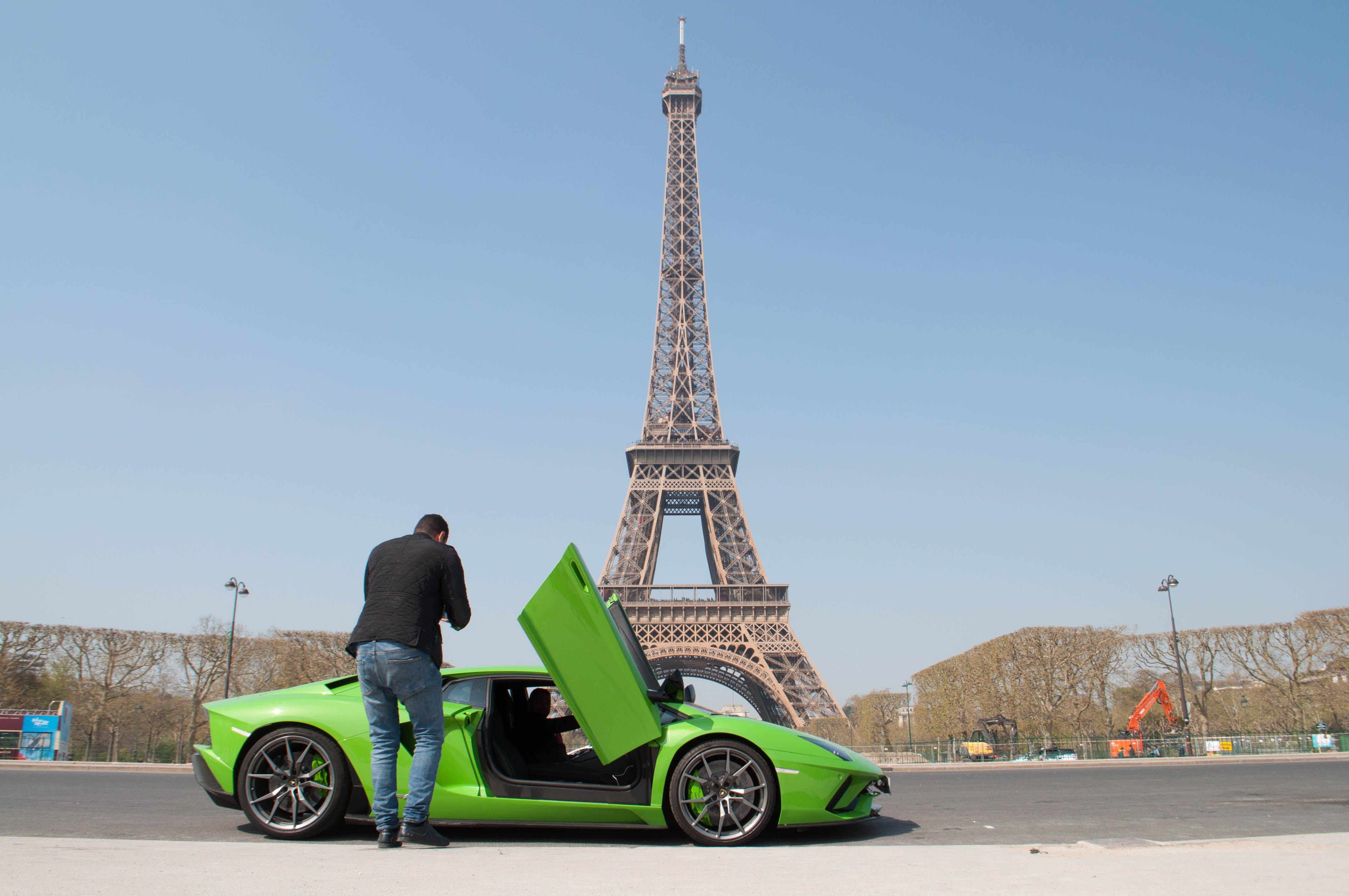 eiffel kulesi, Lamborghini, lüks araba, Paris içeren Ücretsiz stok fotoğraf