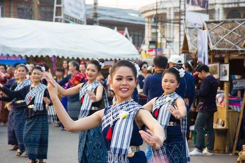 Ilmainen kuvapankkikuva tunnisteilla aasialaiset naiset, asu, esitys, ihmiset