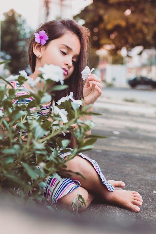 Ingyenes stockfotó fiatal, kültéri kihívás, lány, mobilkihívás témában