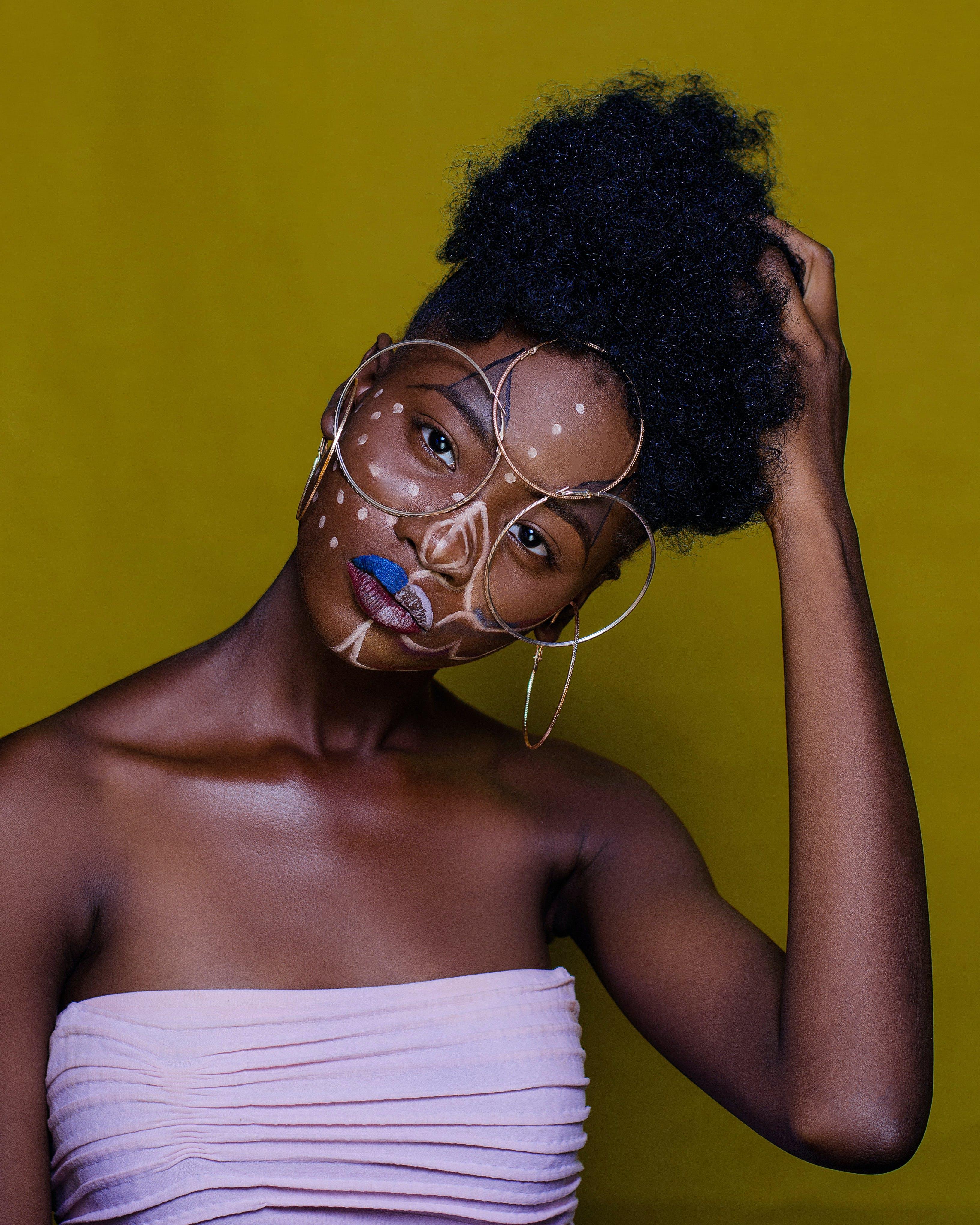 Kostenloses Stock Foto zu afro, attraktiv, farbige frau, fashion