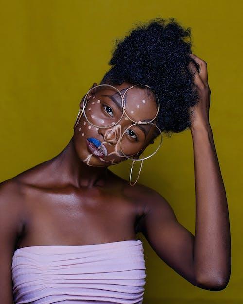 Afro, çekici; cazip, güze, güzel içeren Ücretsiz stok fotoğraf