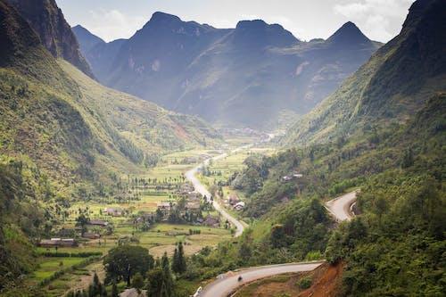 Δωρεάν στοκ φωτογραφιών με αυγή, βουνά, γρασίδι, γραφικός