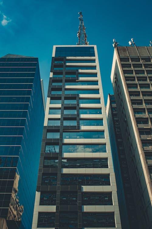 bakış açısı, binalar, dar açılı çekim, gökdelen içeren Ücretsiz stok fotoğraf