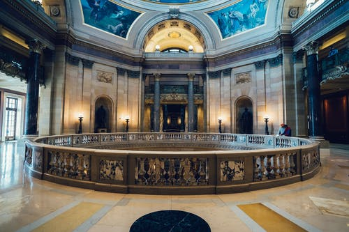 Foto d'estoc gratuïta de arquitectura, columnes, dins, edifici