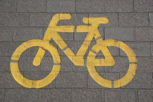 Foto profissional grátis de alerta, andar de bicicleta, asfalto, aviso