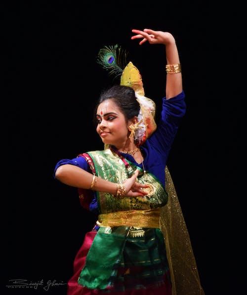 Безкоштовне стокове фото на тему «індійська танцюрист, індійські традиції, класичний, кольорові шпалери»