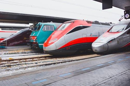 Kostnadsfri bild av familj, fart, järnväg, station