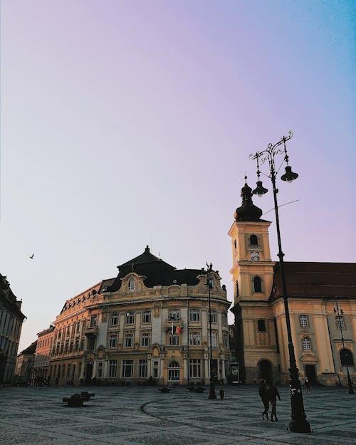 タウン, プラザ, ローアングルショット, 前面の無料の写真素材
