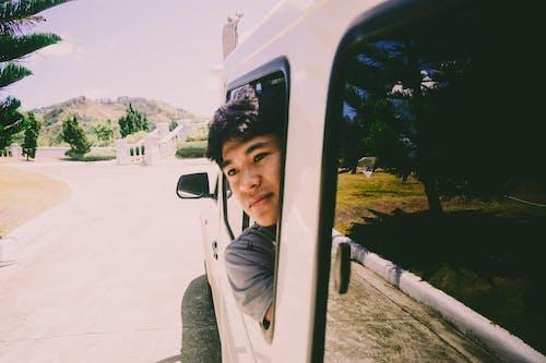 Δωρεάν στοκ φωτογραφιών με άντρας, αυτοκίνητο, δρόμος, εσταντανέ