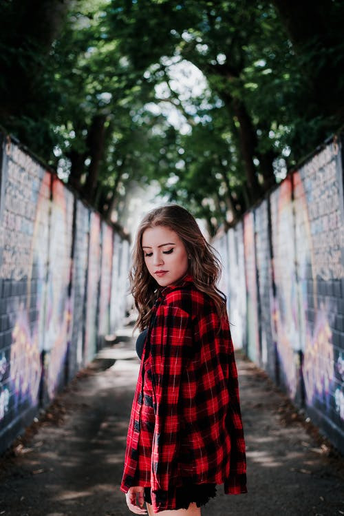 Základová fotografie zdarma na téma bokeh, denní světlo, focení, hezká holka