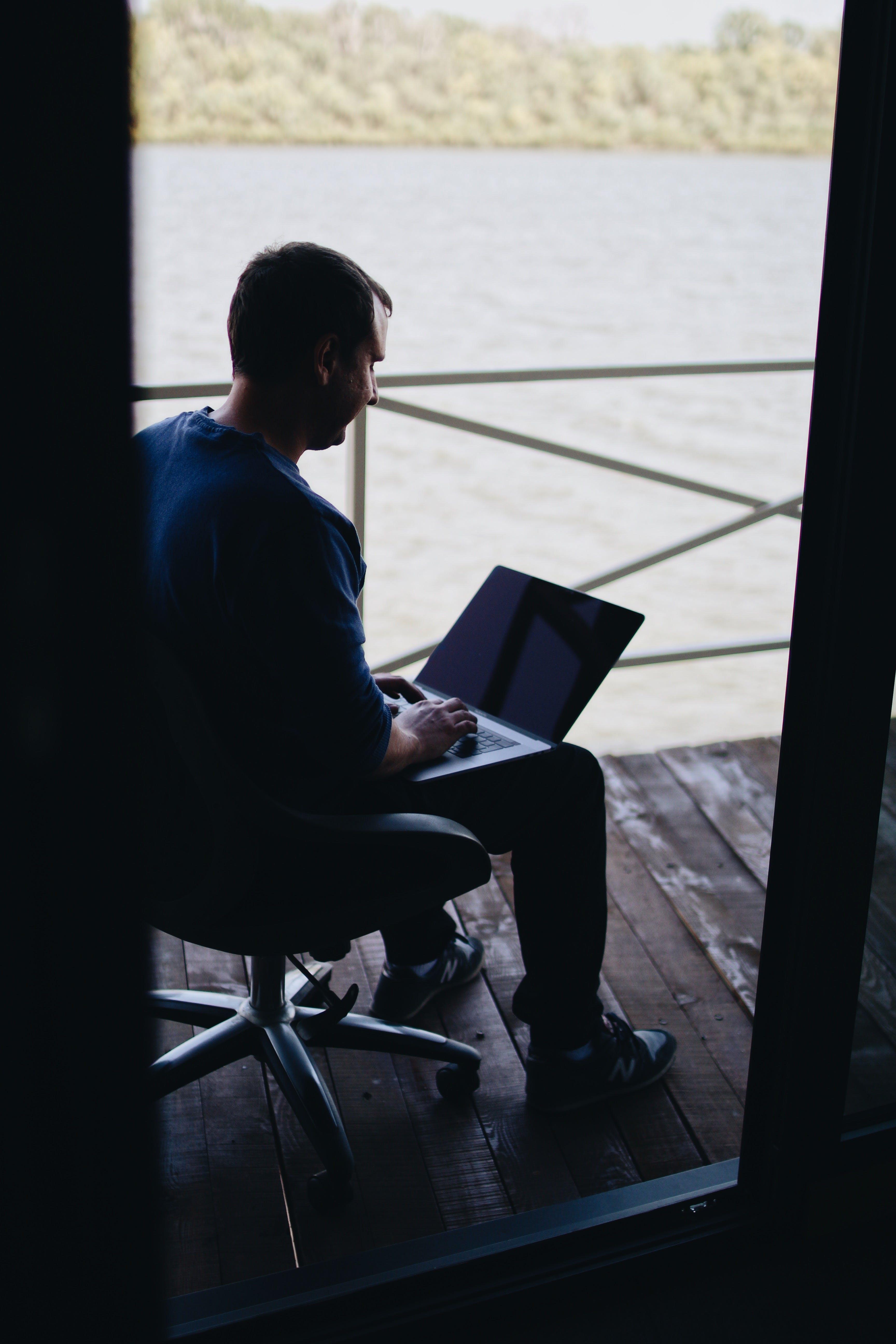 Kostenloses Stock Foto zu arbeiten, draußen, drinnen, elektrik