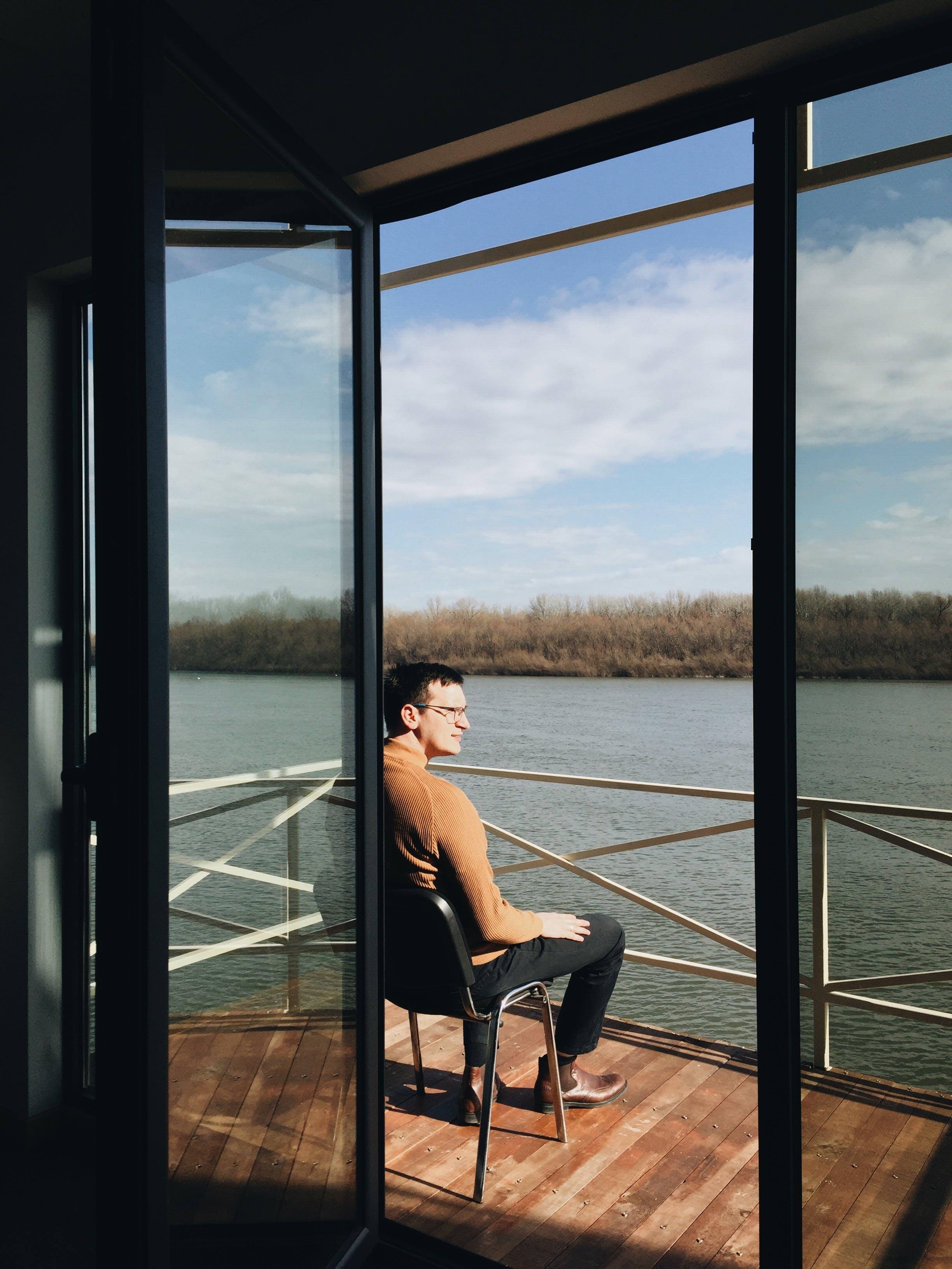 Foto profissional grátis de água, cadeira, céu, copo