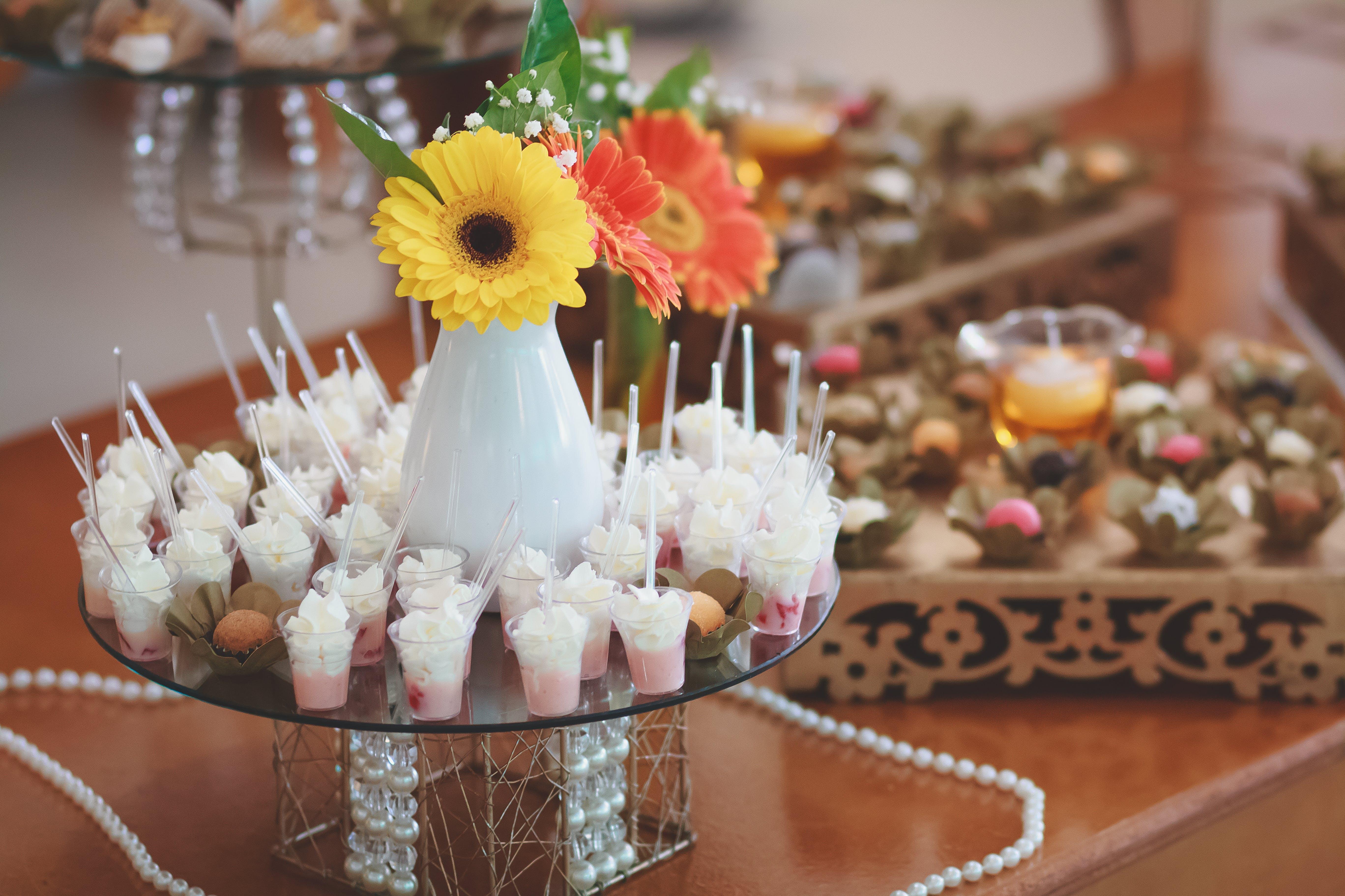 Foto profissional grátis de agradável, alimento, arranjo de flores, atraente