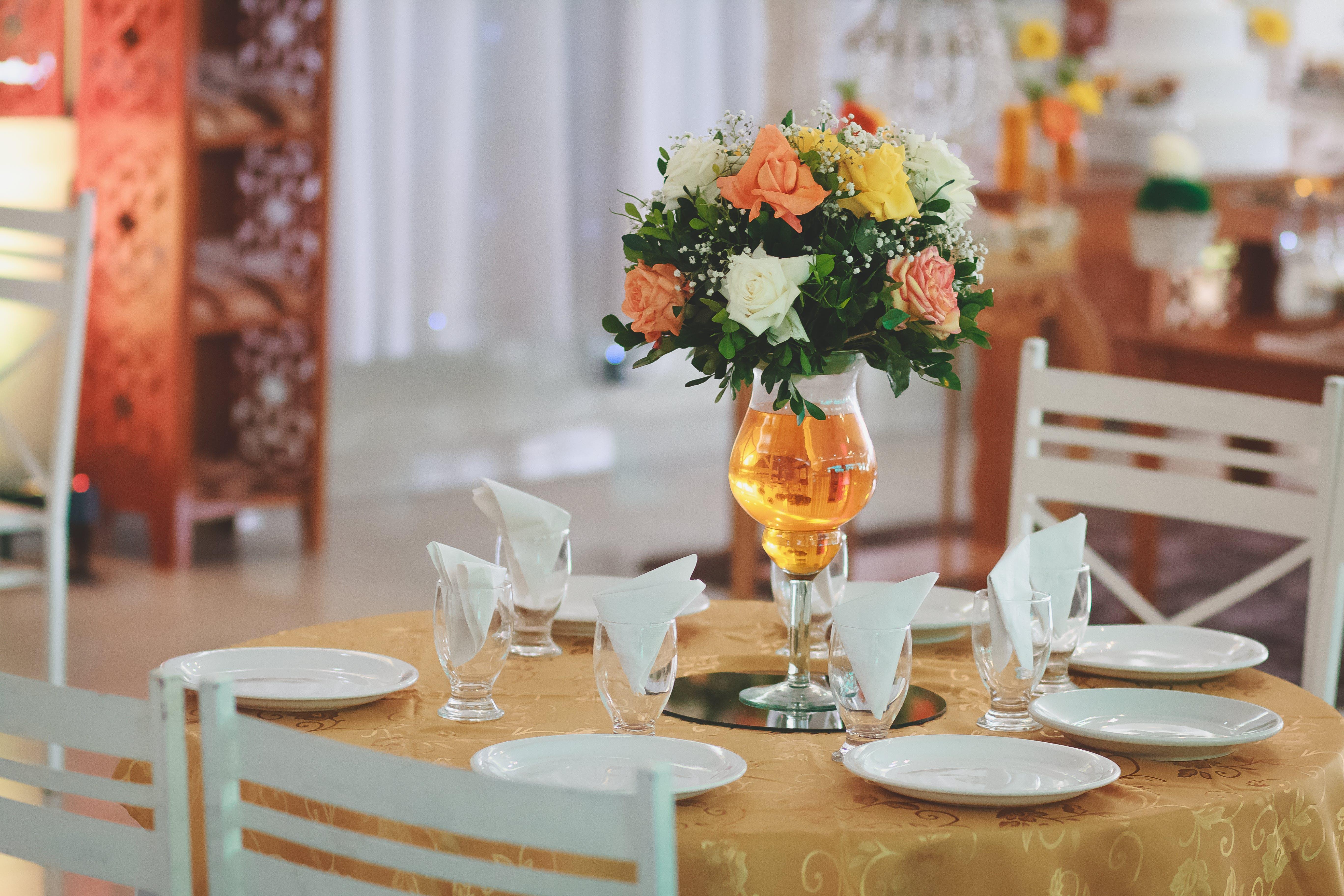 Ingyenes stockfotó asztal, asztalterítő, belsőépítészet, beltéri témában