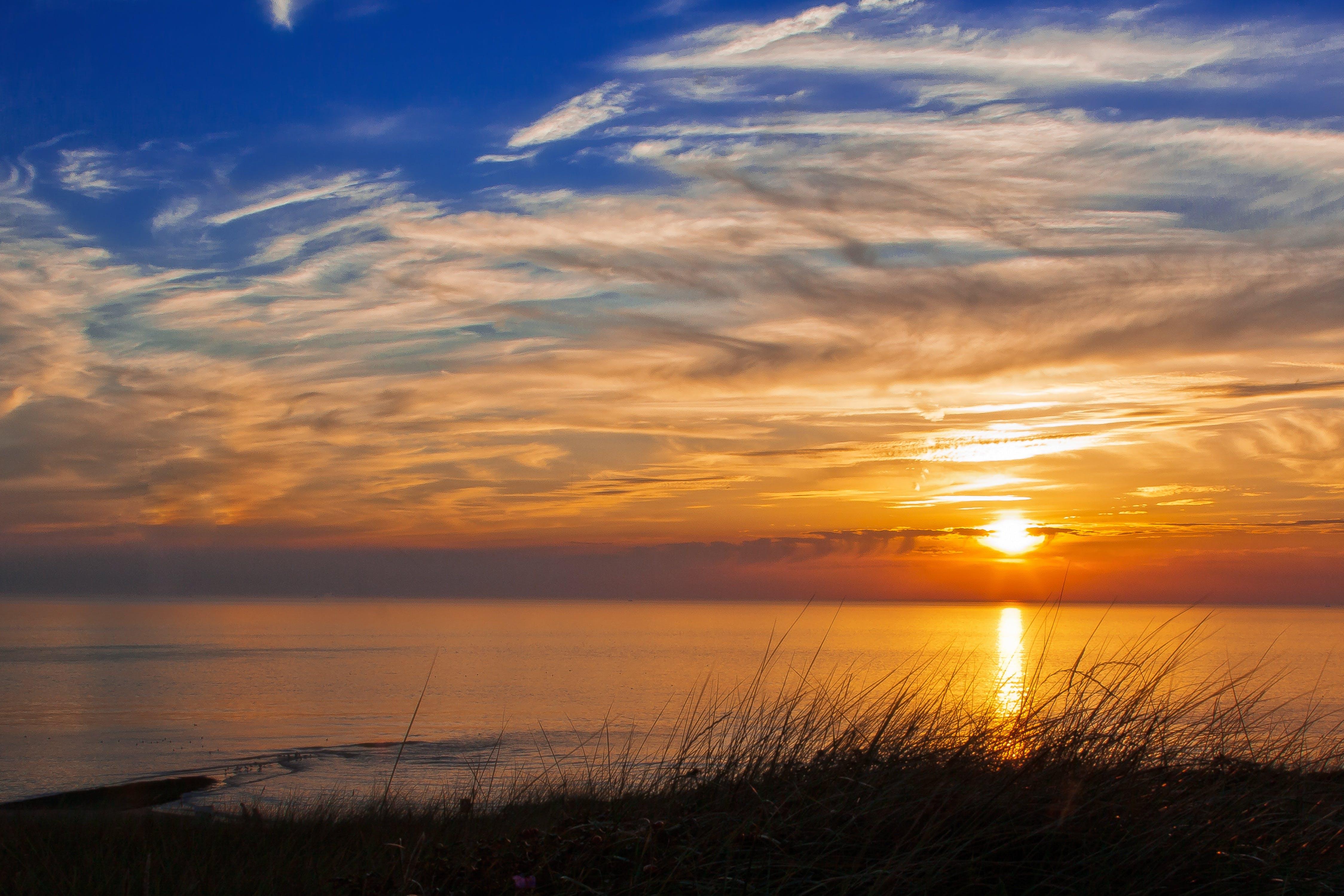 Foto profissional grátis de água, alvorecer, céu, costa