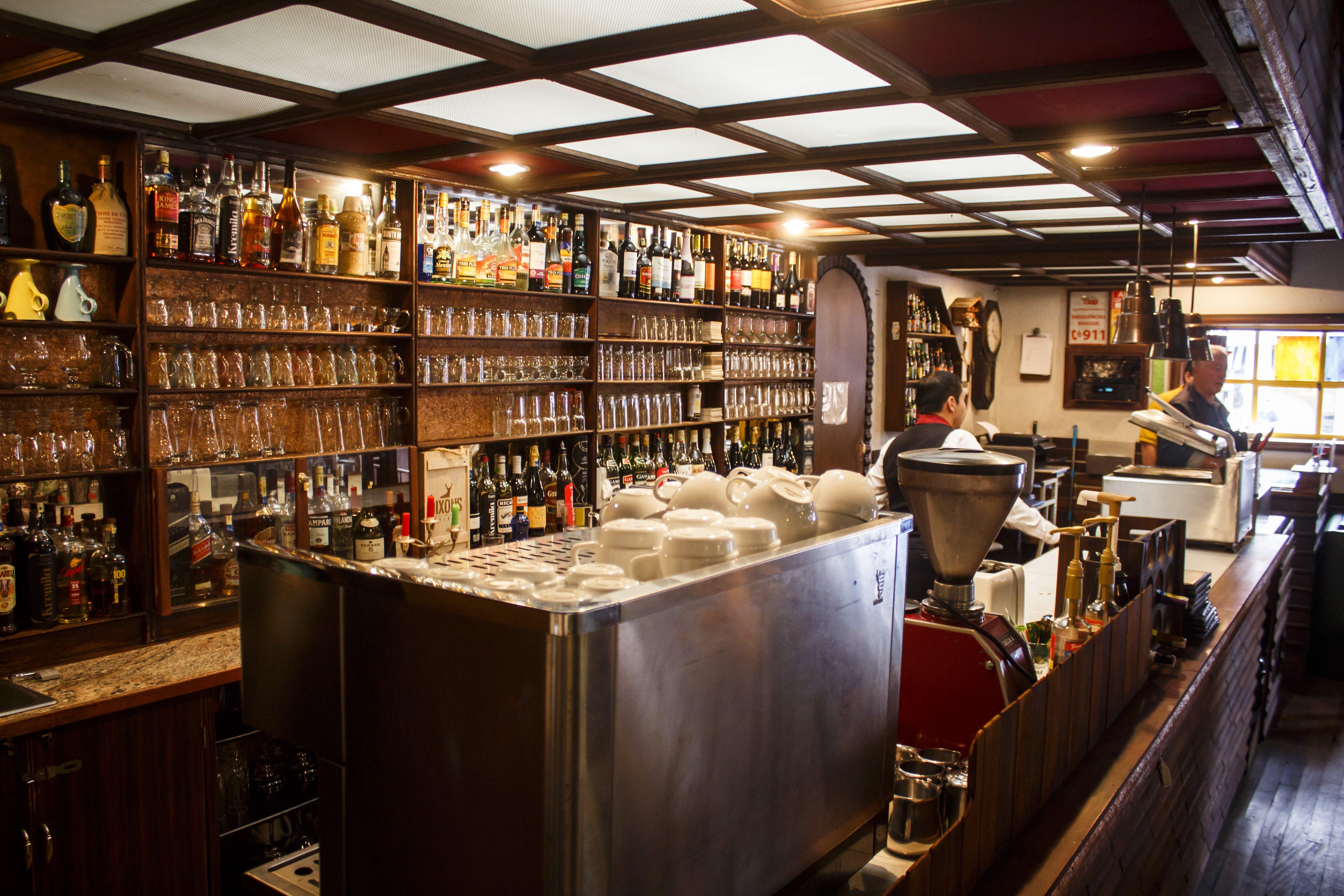 Безкоштовне стокове фото на тему «вино, Ресторан, старомодний»