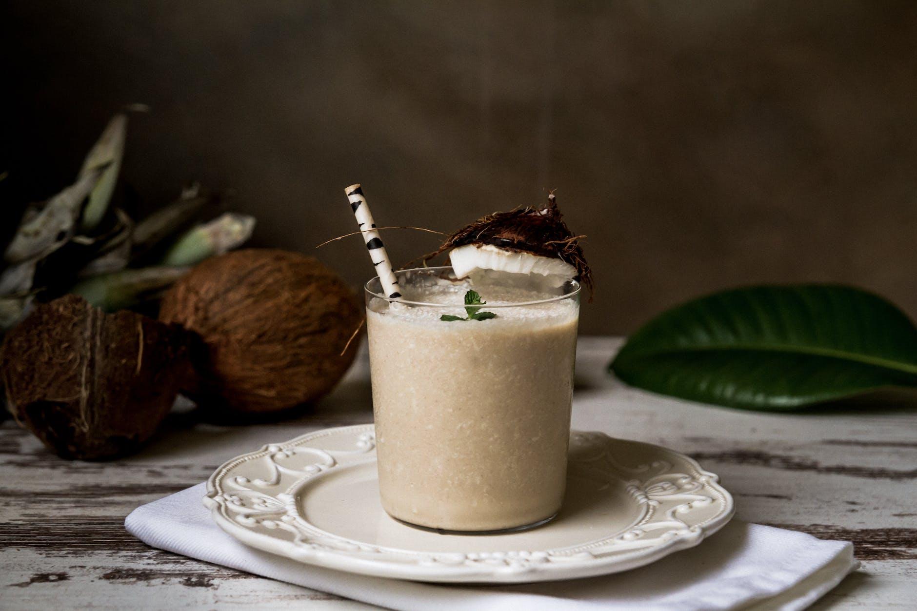 minum susu dan air kelapa