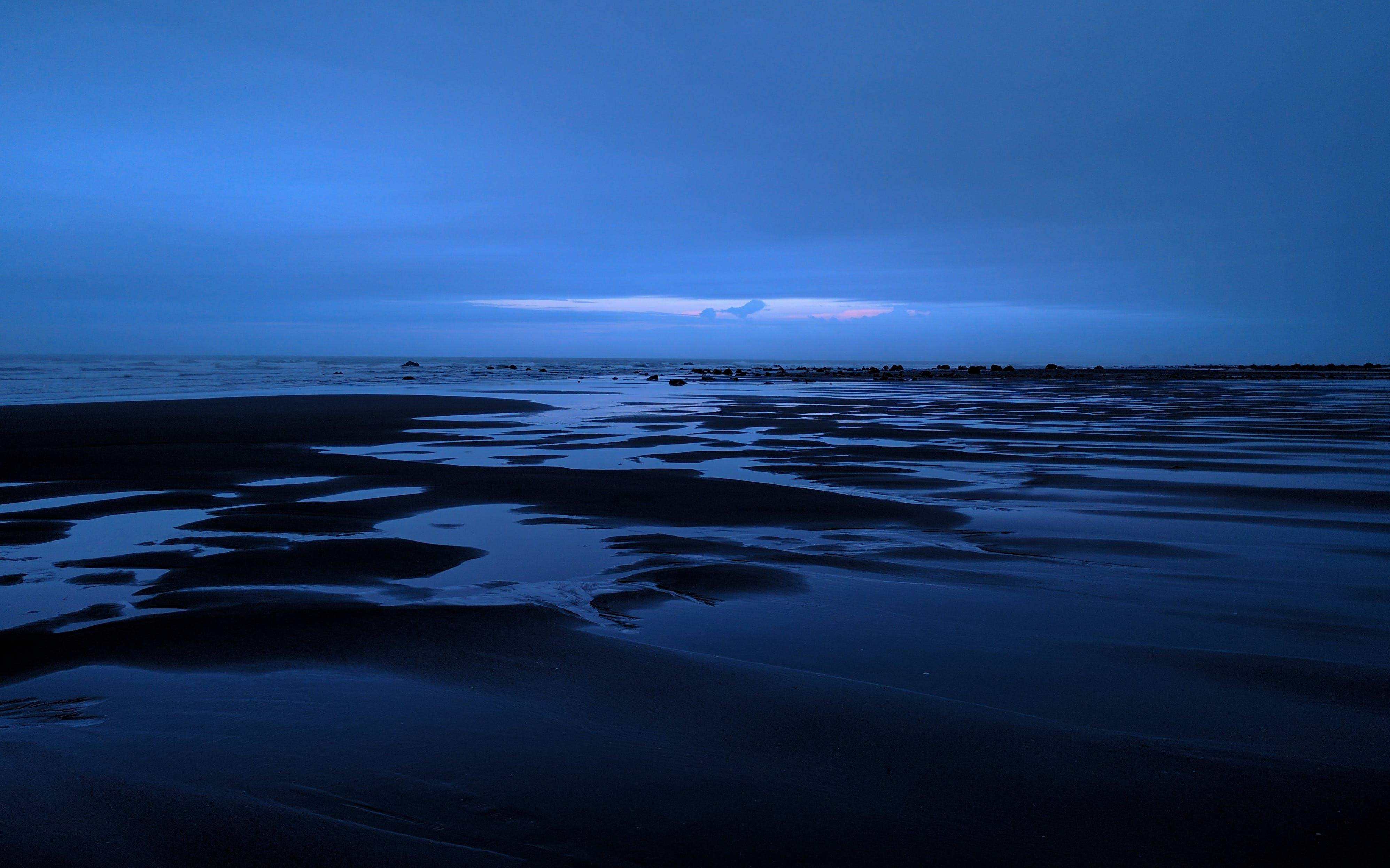 Δωρεάν στοκ φωτογραφιών με background, αντανακλάσεις, μαύρη άμμος, μπλε