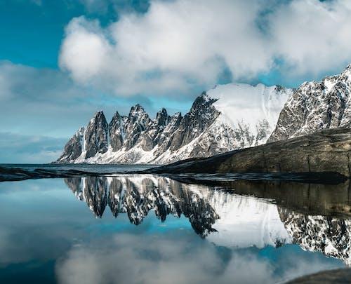 Бесплатное стоковое фото с айсберг, вода, гора, горный пик
